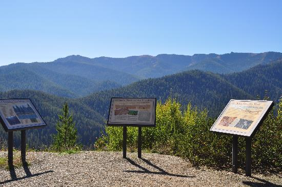 Hiawatha Mountain Bike Trail: historic signs with a breathtaking view