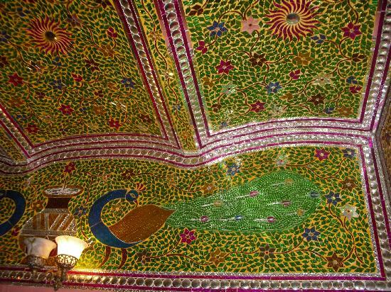 Virasat Haveli: Glasswork mosaic cealing in the restaurant