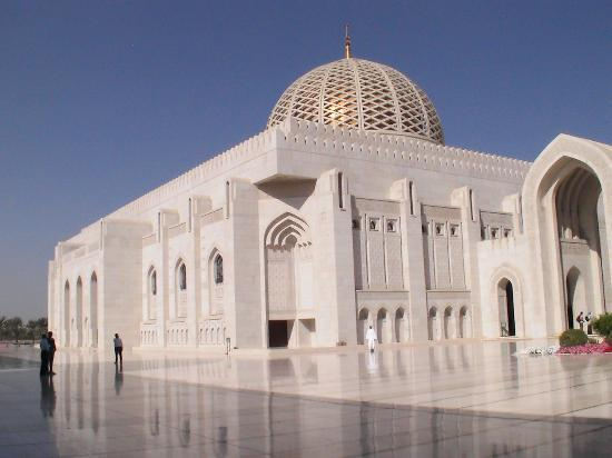 Gran mezquita del Sultán Qaboos: Die große Gebetshalle von außen