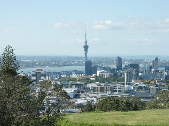Mount Eden Motel: Central Auckland from Mt. Eden