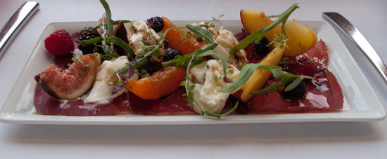La Cucinetta: Bresaola, fruit, figs and burrata