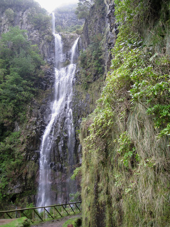 Madeira, Πορτογαλία: one of the waterfalls