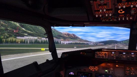 Boeing 737-800 Full Flight Simulator, Southampton - Picture