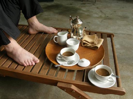 Bartholomeus Klip Farmhouse: Coffee in the morning on our private patio.