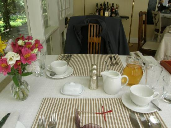 Bartholomeus Klip Farmhouse : Our lovely breakfast table!