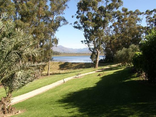 Bartholomeus Klip Farmhouse: The view of the dam and Deck House