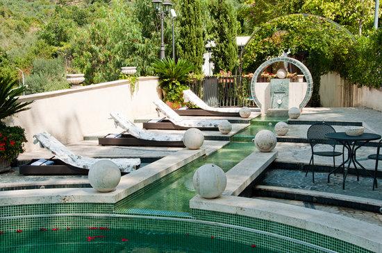 Villa Euchelia Resort: Piscina Panoramica di Giorno