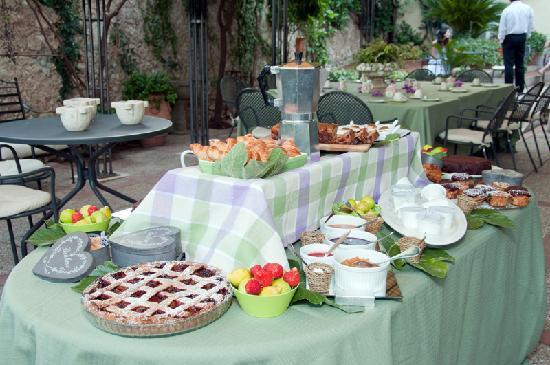 Villa Euchelia Resort: Colazione in Giardino