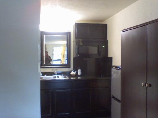 Baymont Inn & Suites Murfreesboro : Kitchen area