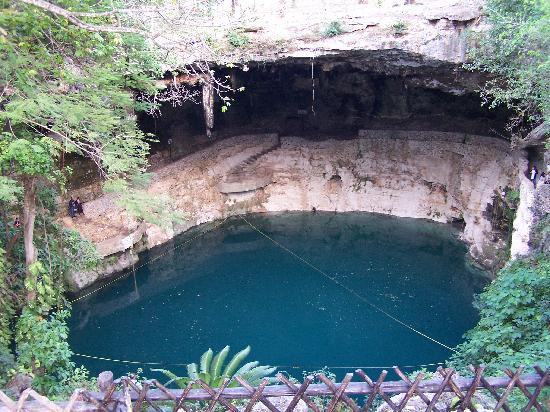 """Real Playa del Carmen: A """"cenote"""" at Doravallid, smalll town - free admission via restaurant with meal purchase"""