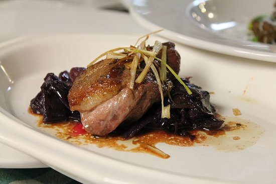 The Wilmington Inn & Tavern: Local food - VT Magret Duck Breast over purple cabbage