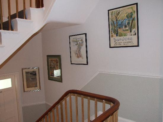 Ascot House Hotel: Stairwell