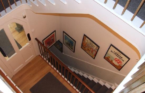 Ascot House Hotel: Stairwell to Dining Room