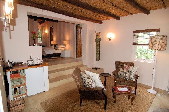 Augusta de Mist Country House: Living room of Protea Garden Suite