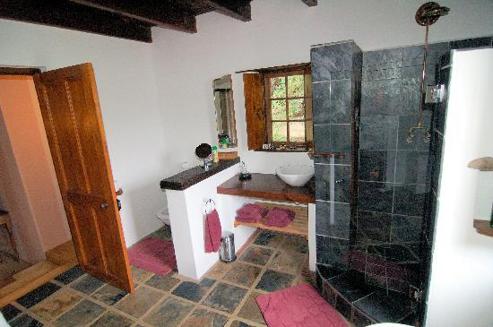 Augusta de Mist Country House: Bathroom in Protea Garden Suite