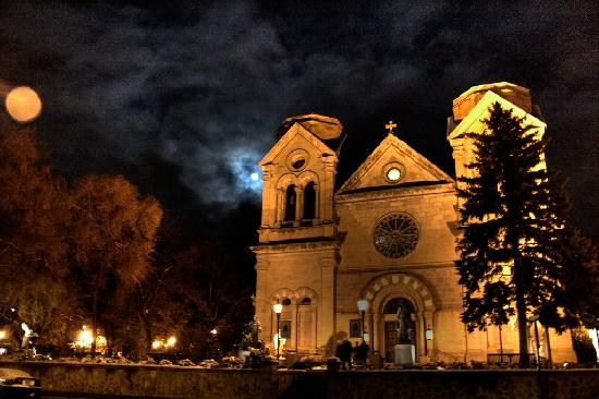 Santa Fe, Nuevo Mexico: Saint Francis Cathedral at Night