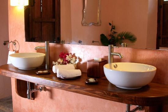 Hacienda Santa Cruz: bathroom master view