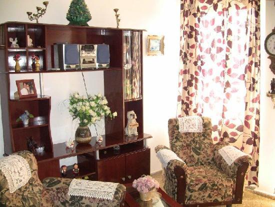 Casa of Ihovanna and Gerardo: Sitting room (adjacent to the dining area & kitchen)
