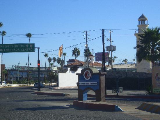 Ensenada, Mexique : Einfahrt in die Stadt