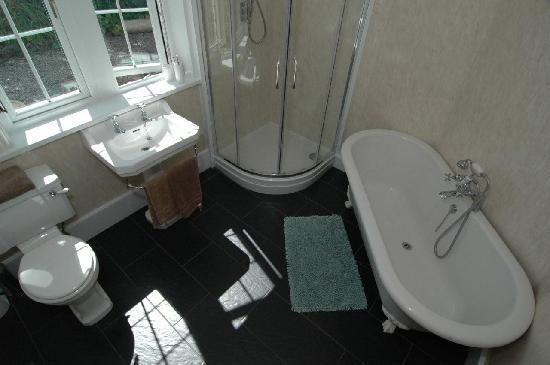 The Oratory B&B and The Beeches S/C: The Chapel Annex Bathroom with underfloor heating
