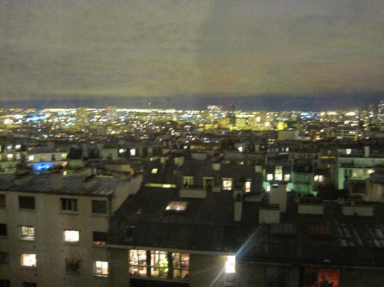 Ermitage Hotel Sacre-Coeur : View from the room - night time
