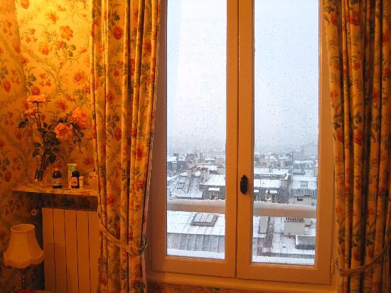 Ermitage Hotel Sacre-Coeur: View from the room - day time with snow
