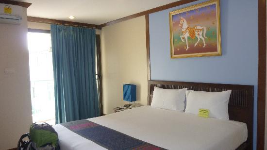 Boonsiri Place: chambre