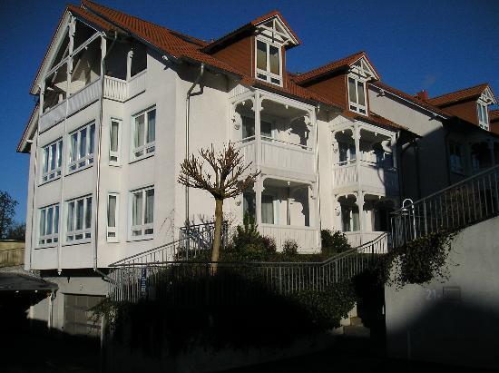 Binzer Sterne: das ist ein Haus von dreien, im Bäderstil errichtet