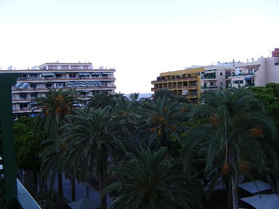 Aparthotel Tropical: Blick vom Balkon Richtung Hafen