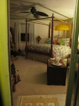 Coconut Cottage Bed & Breakfast: Inside the Bungalo