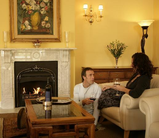 Glen Isla House: Guest lounge - wine by the fire...