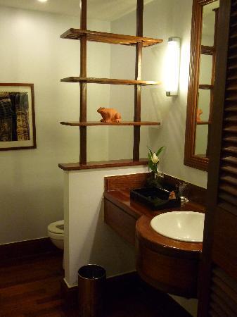 Victoria Angkor Resort & Spa: トイレの作りがよく落ち着きます(笑)