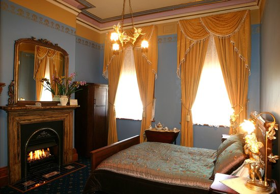 Freeman on Ford B&B: Victorian era guest room