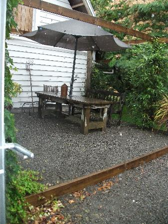 Marlborough Bed & Breakfast: Out Door Eating Area