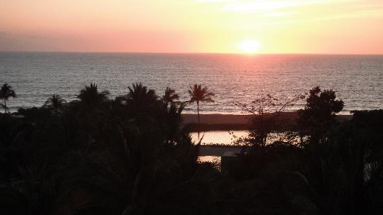 The Grand Mayan Nuevo Vallarta : beautiful sunsets from our balcony