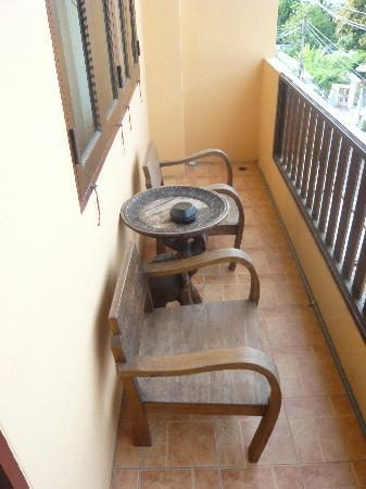 Family Tribal Trekking & Guesthouse: Balcony overlooking Moon Muang Soi 6