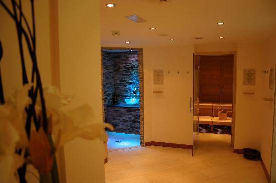 Hotel Guggis: Sehr harmonische, gepflegte Wellness-Oase mit mit finnischer- und Bio-Sauna, Eisgrotte, Sole-Dam