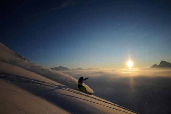 Hotel Guggis: Wunderbarer Tiefschnee, unvergessliche Skierlebnisse in Ihrem Skiurlaub am Arlberg