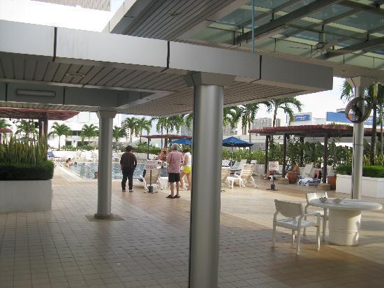 Hotel Jen Penang by Shangri-La : プール付近
