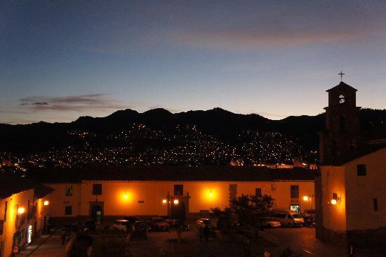 Andean South Inn: Plazoleta de San Blas. Night/