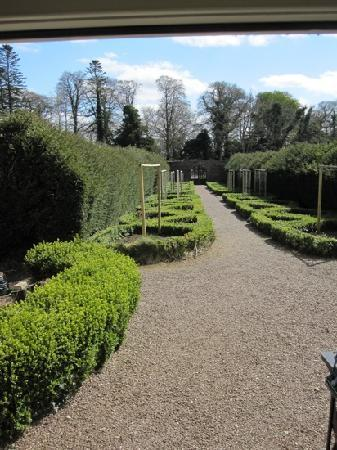 Belle Isle Castle and Cottages : cottage gardens