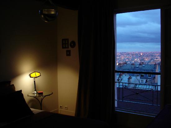 Une Chambre a Montmartre: Chambre la nuit