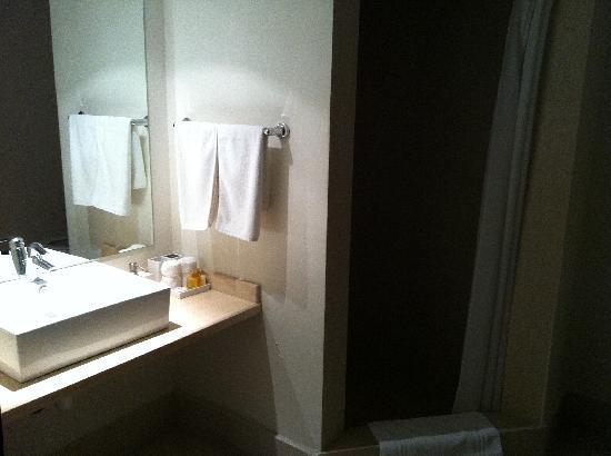 Hotel Meg: Bathroom