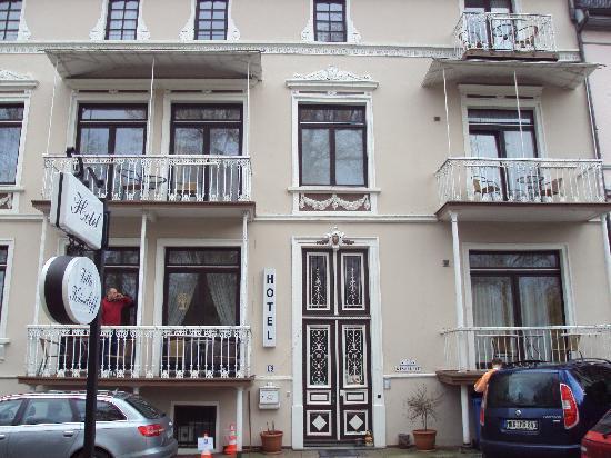 Hotel Villa Kisseleff: parco davanti hotel