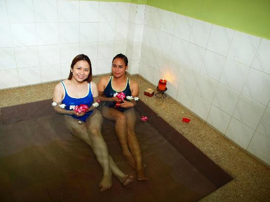 Calamba, Filipiny: Indoor Pool