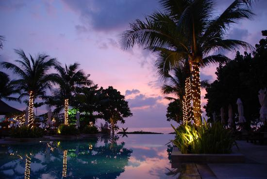 Layana Resort and Spa: Abendstimmung am Pool