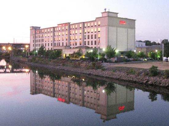 Hampton Inn & Suites Newark-Harrison-Riverwalk | 100 Passaic Avenue, Harrison, NJ, 07029 | +1 (973) 483-1900