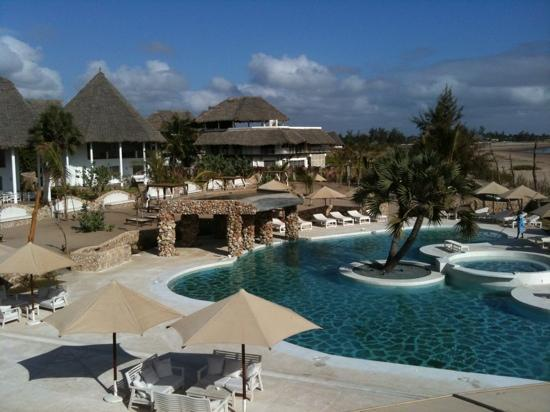 Kola Beach Resort: piscina spiaggia