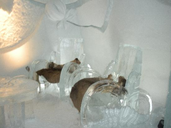Hotel de Glace Ice Bar: ice sculptured chairs