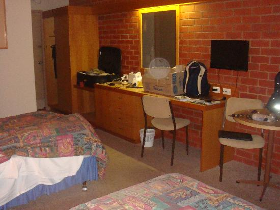 All Rivers Motor Inn : Internal view of room